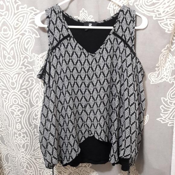 e5313b40ca746 iZ BYER Cold Shoulder shirt